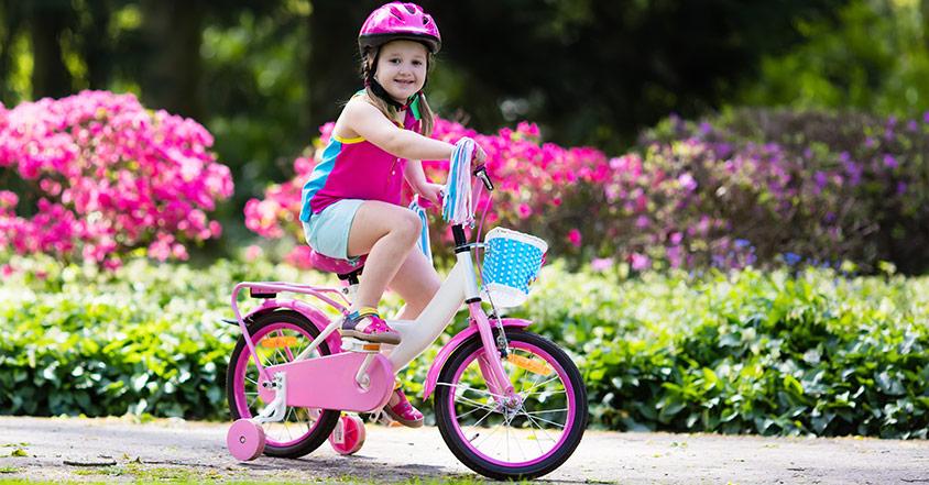 Att köpa barnets första cykel med pedaler